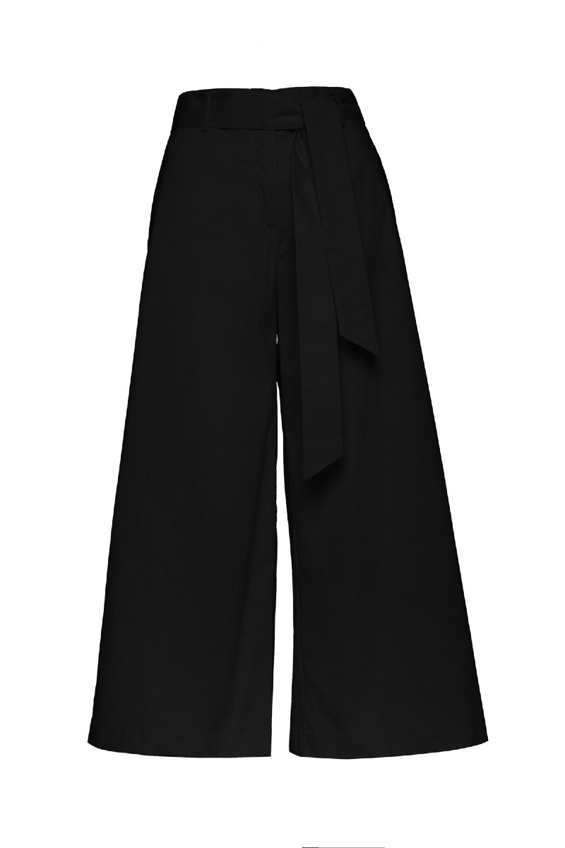 Cropped trousers in wide line